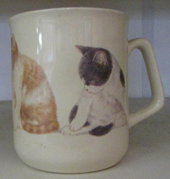 "Kaffeebecher ""Putzende Katze"""